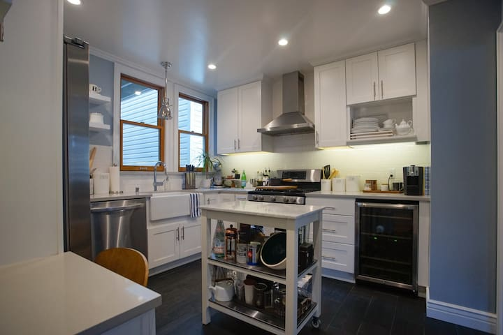 Bright 2BR retreat steps from Golden Gate Park!