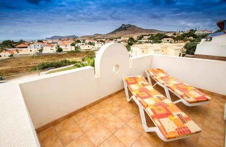 Apartment with one bedroom in Porto Santo, with wonderful sea view, furnished terrace and WiFi