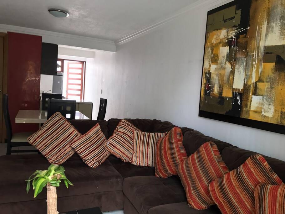 Acogedora sala con television para tener un momento de tranquilidad.
