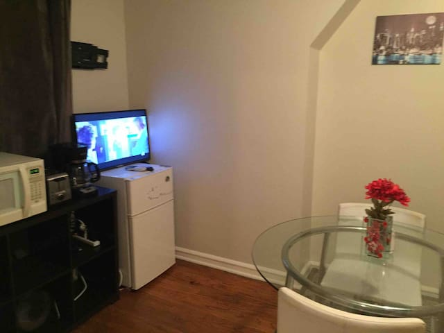 2 bedroom Suite in Lincolnwood