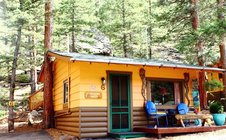 The Bighorn Sheep Cabin @ Pine Haven Resort