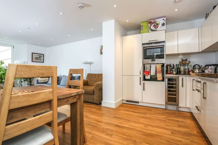 Modern bedroom near Arsenal Stadium