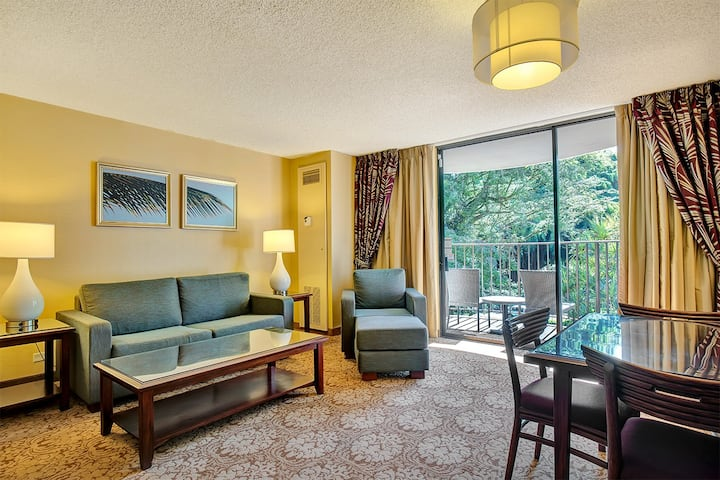 Spacious Suite at the Hilo Hawaiian - #305