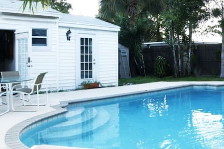 COTTAGE RENOVATED WITH SWIMMING POOL - レイクワース
