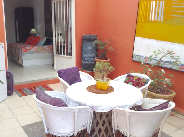 Ajijic Centro, Lovely studio w/kitchen and patio - Ajijic - Casa