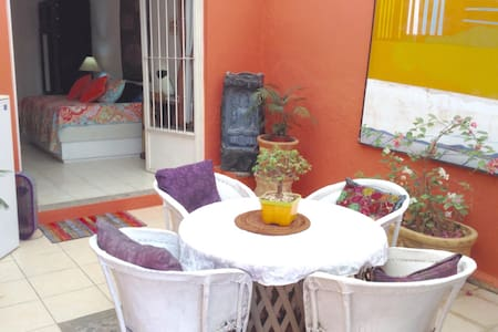 Ajijic Centro, Lovely studio w/kitchen and patio - Ajijic