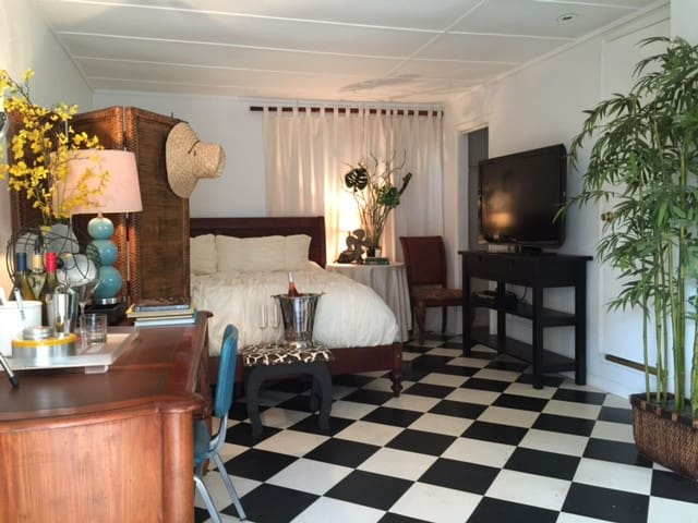 Charming Cottage 1 block to water - West Palm Beach - Huis