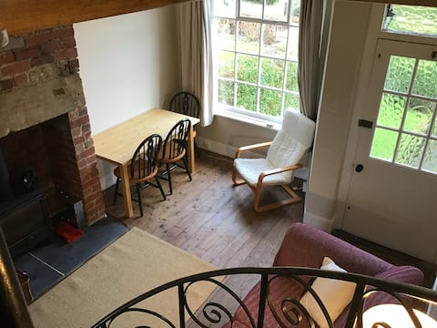 Quiet Cosy Little Cottage with Woodburner in Huby