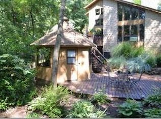 US Open Retreat in Woods in Beautiful Delafield - Delafield - Rumah