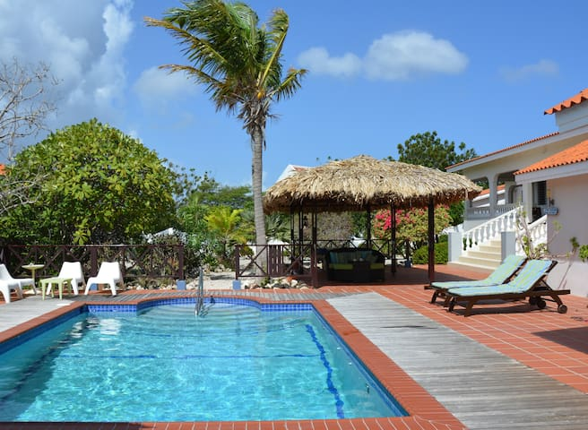 Villa Lunt - Your Own Private Resort with Pool