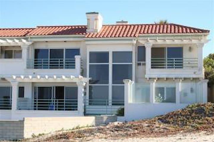 Ocean Front Beach House 3500 ft 4/3 bth BEACH OPEN
