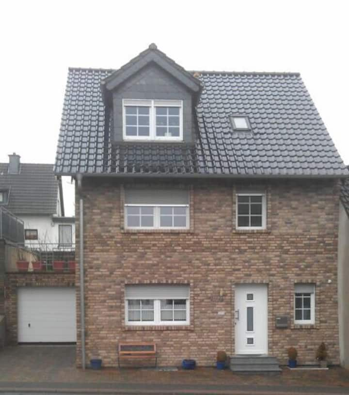 Tolles Zimmer in 1 Familienhaus