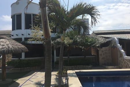 Hermosa Casa frente al mar en Ballenita