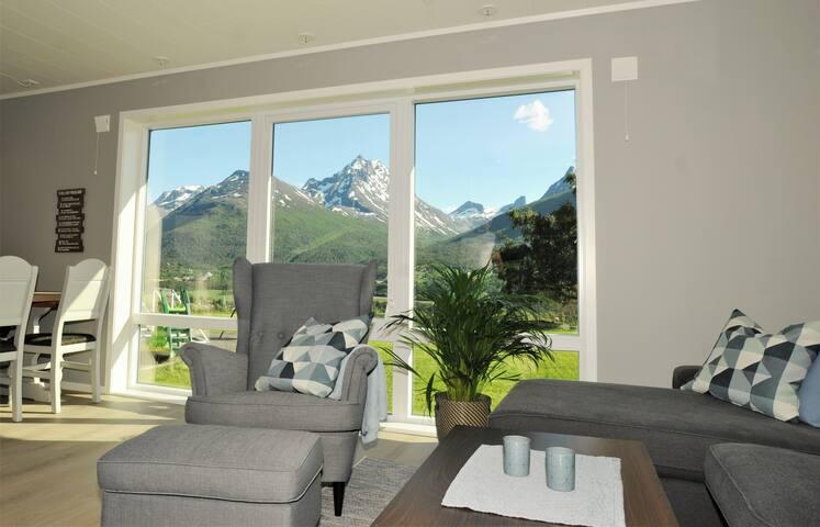 Romsdalseggen Lodge