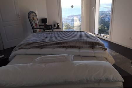 Hauteurs de Bastia Grande chambre superbe vue mer