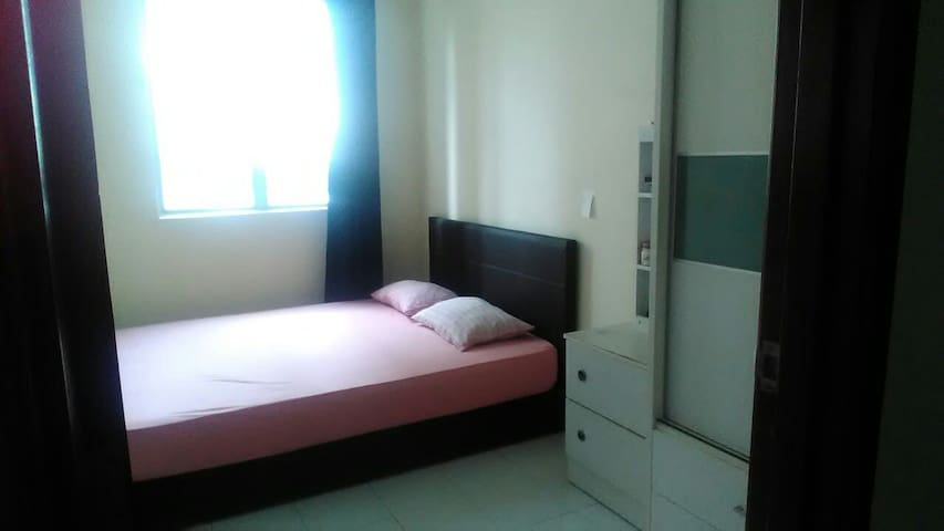 Private Room with WiFi, Pool & Gym - Subang Jaya - Byt