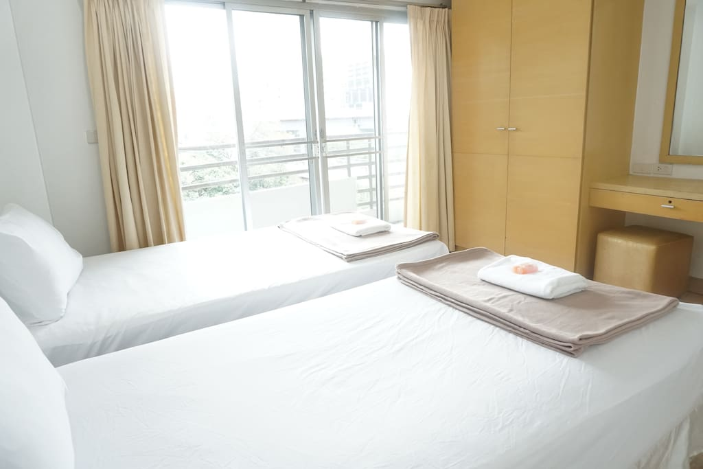 Bedroom 2 : 2 single bed