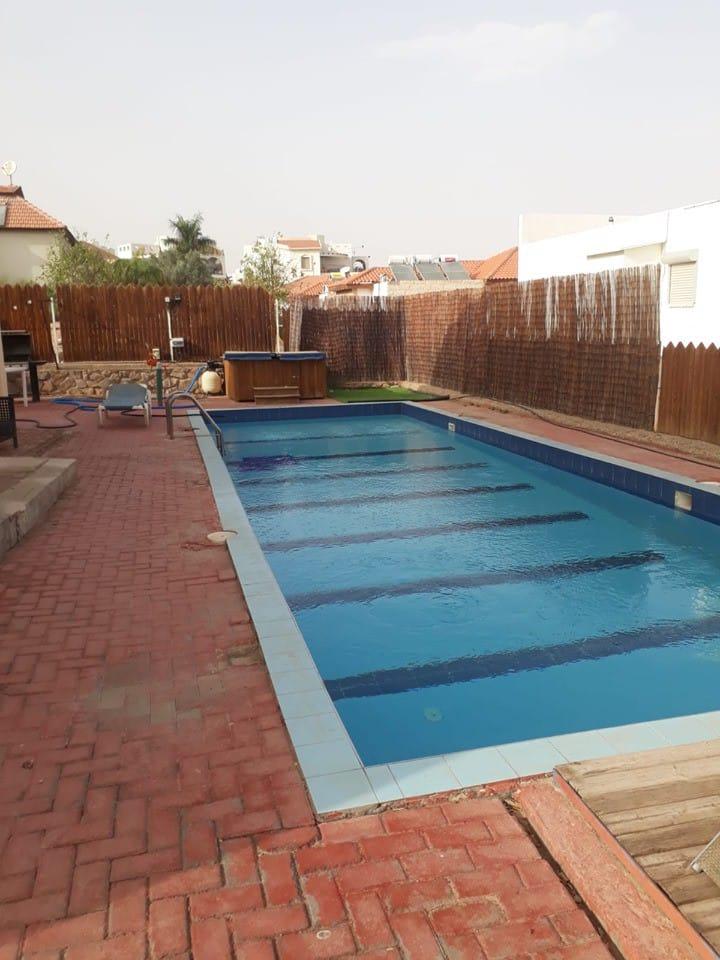 עד 4 איש גדולה 2 חדריםup to 4 person/ pool 2 room