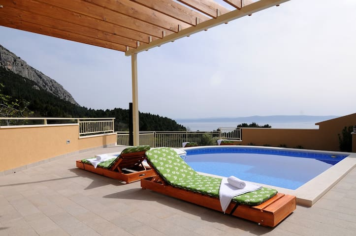 ctma139/ Holiday house with private pool, and terace with panoramic view of the sea and the islands in Makarska