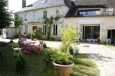 Espace détente confort à Egriselles - Venoy - ที่พักพร้อมอาหารเช้า