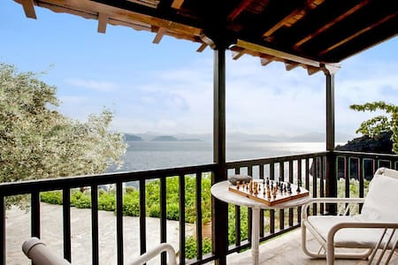 Villa with sea view & private beach - Xiropigado - Villa