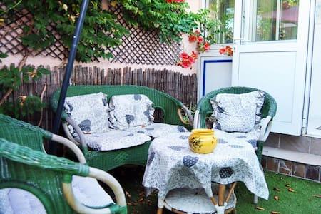 coquette maison T2 + jardinet + parking sécurisé
