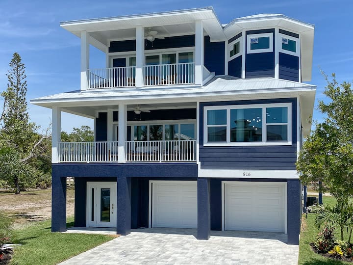 Beautiful New Construction Luxury Pool Home, Close to the Beach!
