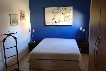 Suite em condomínio fechado - Campo Grande
