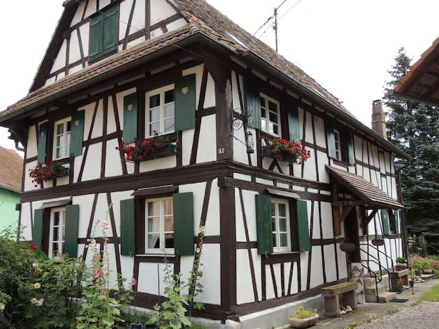 La Maison Alsacienne, gîte au coeur de l'Alsace - Ohnenheim - Дом