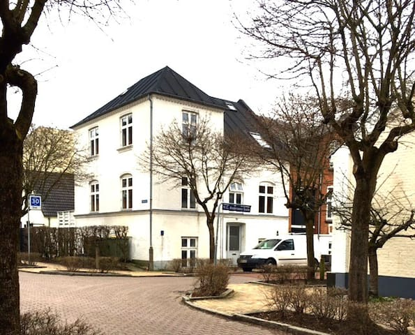 Private apartment in H.C.Andersensgade, Odense - Odense - Townhouse