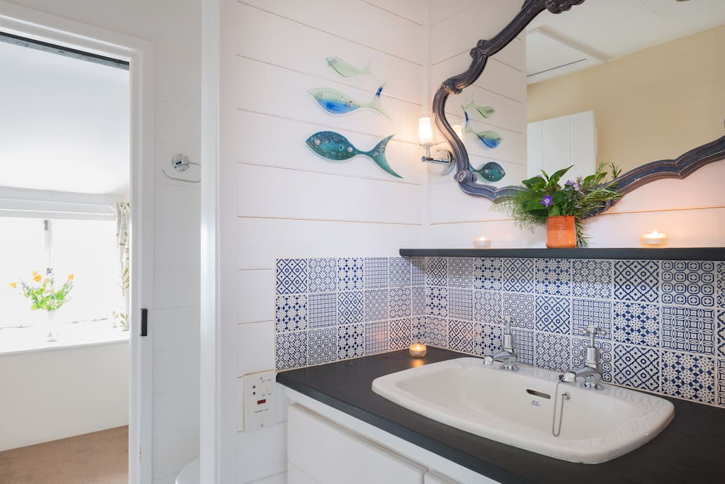 Lovely en-suite shower with local glass art