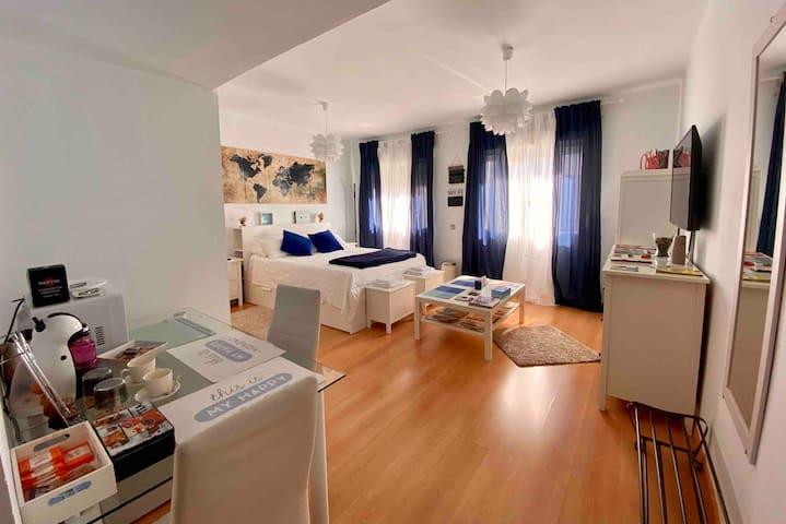 La Casa azul. Suite 25 m. Salón. 2 baños. Centro.