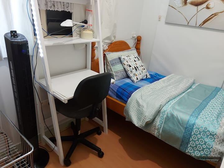Affordable private single bedroom close to city