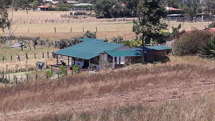 Hermosa cabaña en el campo
