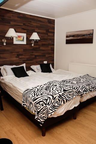 Guesthouse Tjarnarbakki room 1 - Selfoss - Apartament