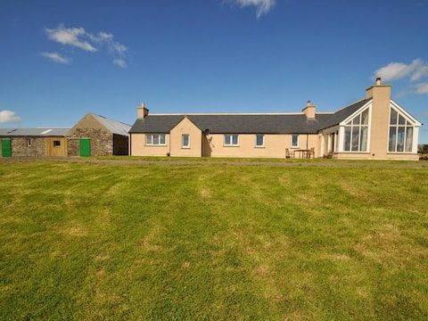 Double room in Harray with views of loch and Hoy.