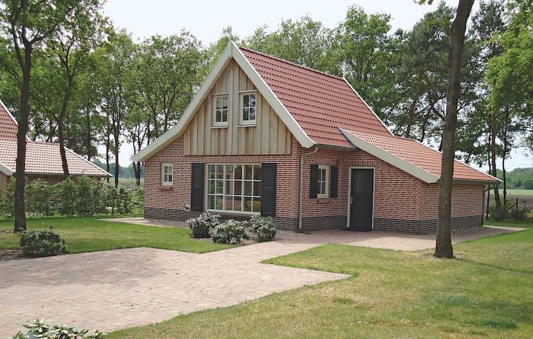Holiday cottage with 3 bedrooms on 90 m² HOV113