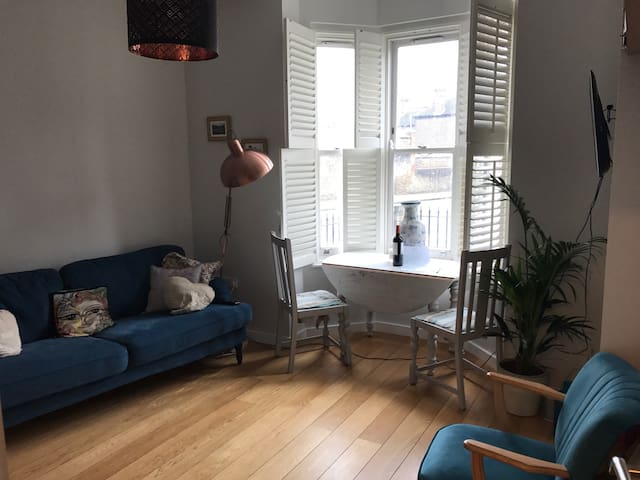 One bedroom flat in Victorian Hackney terrace - Londen - Appartement