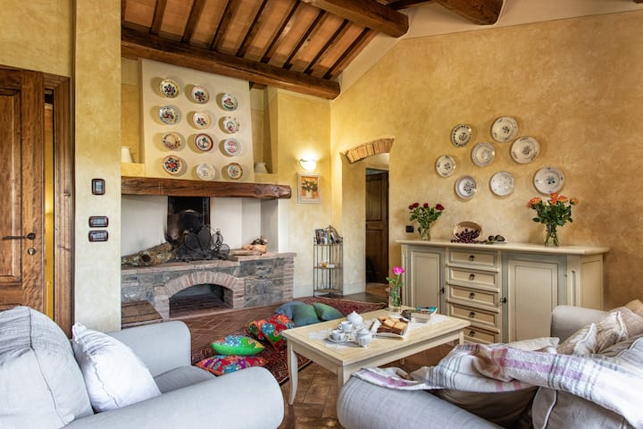 3 bedrooms apt in the heart of Chianti with pool