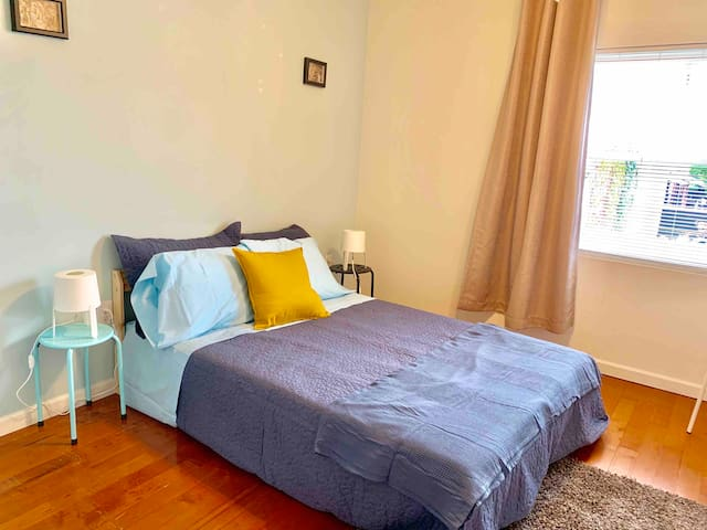 Room w/private bath, walk to everywhere, Fishtown
