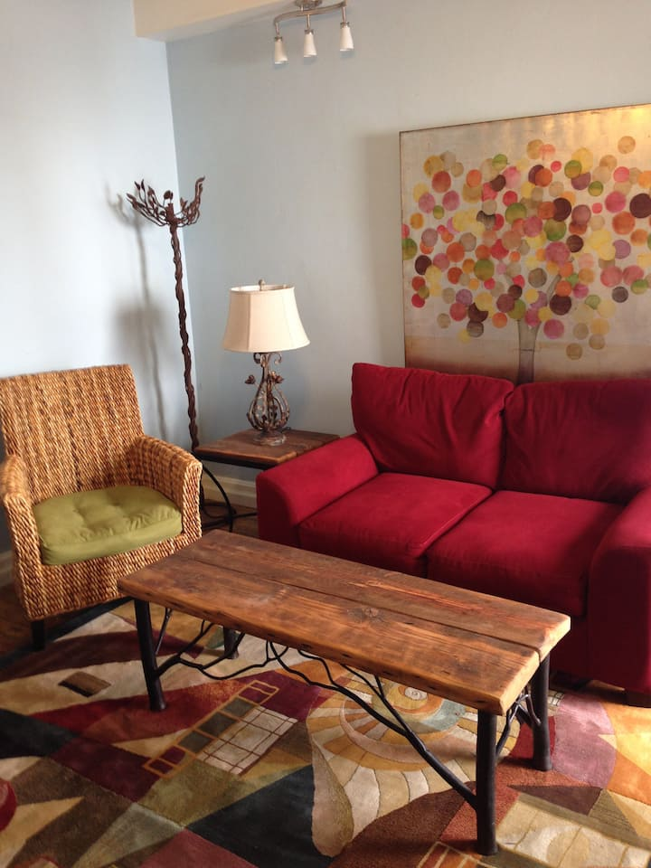 Corday House - Cute & Comfy!