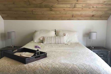 Modern Farmhouse Stay