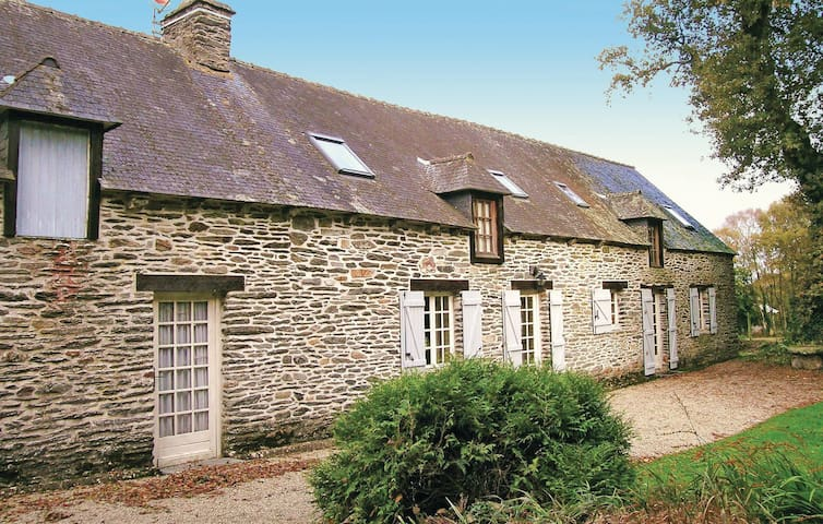Holiday cottage with 4 bedrooms on 200 m² in St Mayeux