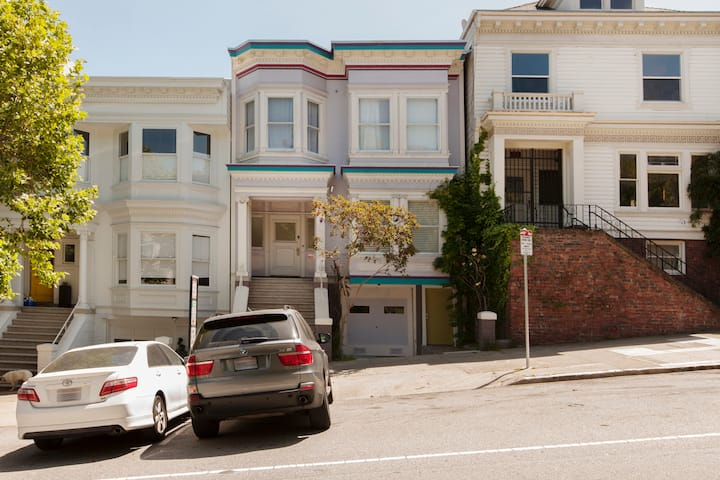 Beautiful studio in the heart of Haight-Ashbury