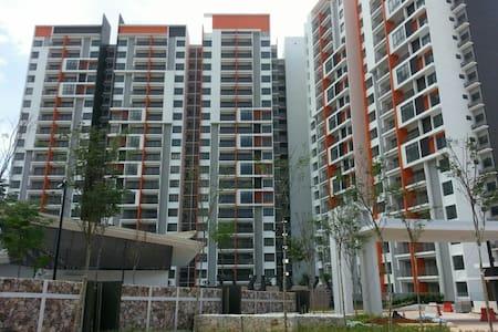 Family home, food hunt & hiking - Kajang - 公寓