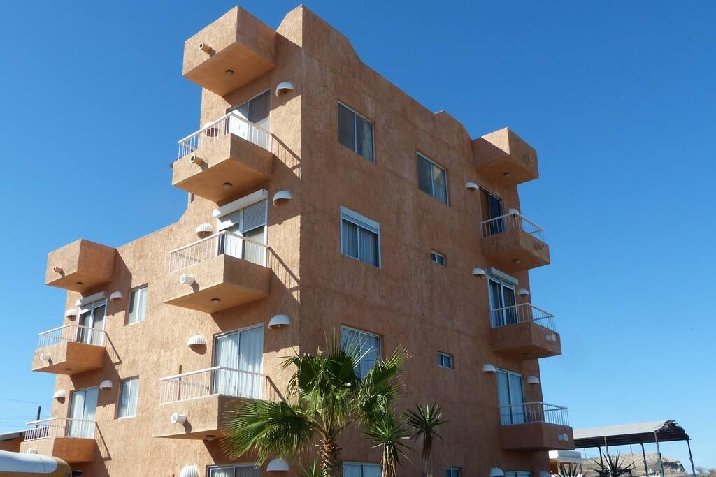 Planta baja / Located on ground floor.
