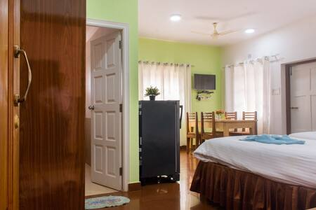 6 - Holy Cross Home Stay's -  1BHK Apartment - Santa Cruz - Appartement