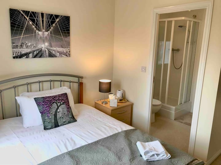 3 The Willows, Double, ensuite shower and parking