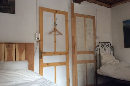 room 2 - Saint-Dalmas-le-Selvage