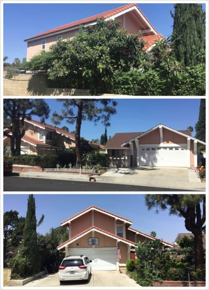 (4)环境安静优美、治安好、交通便利、成熟社区、附近学校-超市-餐饮-体育健身齐备,温馨别墅大雅房。